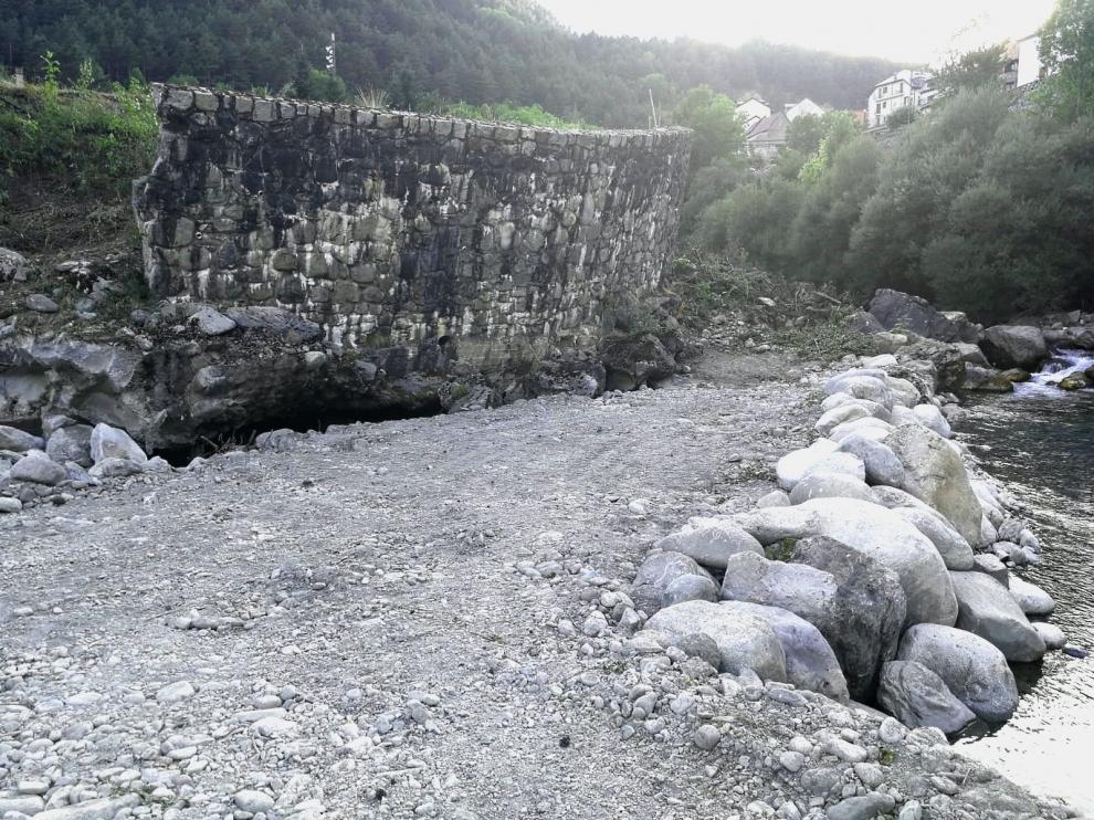 La CHE ejecuta los trabajos de acondicionamiento del río Cinca, en Bielsa