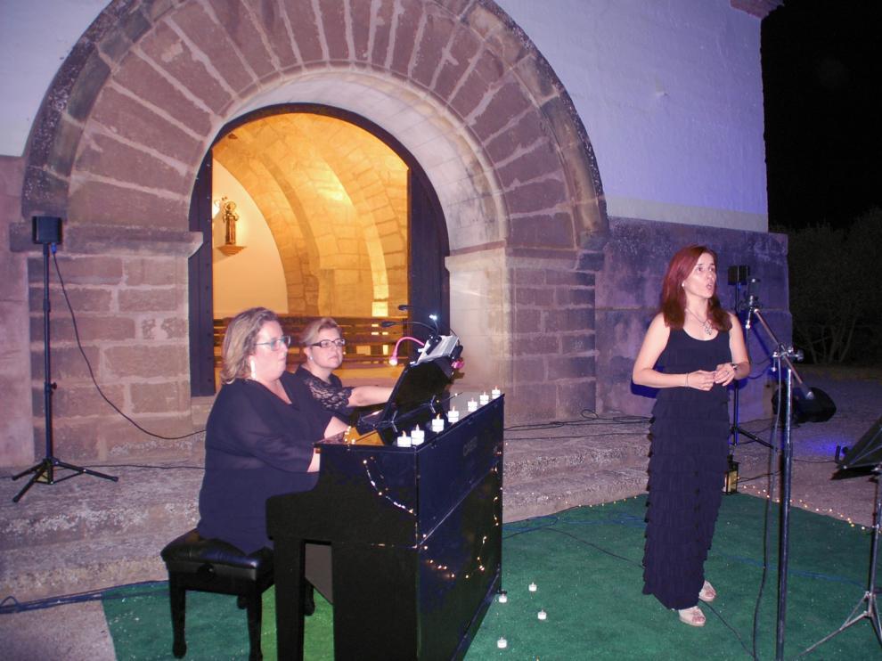 """Piavocce """"toca las estrellas"""" en su presentación en Sariñena"""