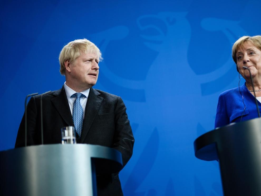"""Merkel y Johnson mantienen sus posturas sobre el """"brexit"""""""