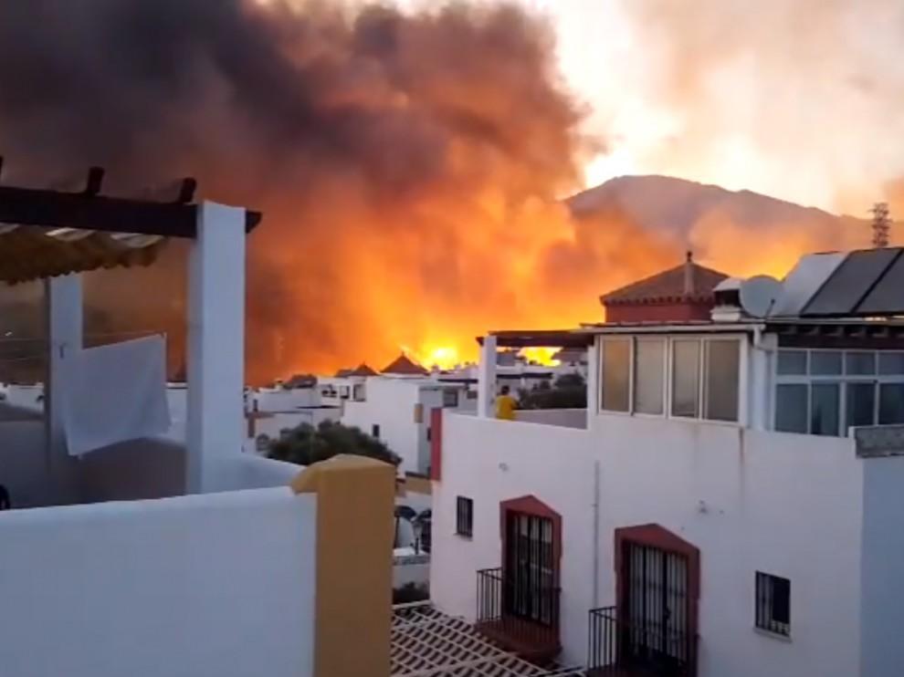 Controlado el incendio de Marbella que provocó el desalojo de 40 viviendas