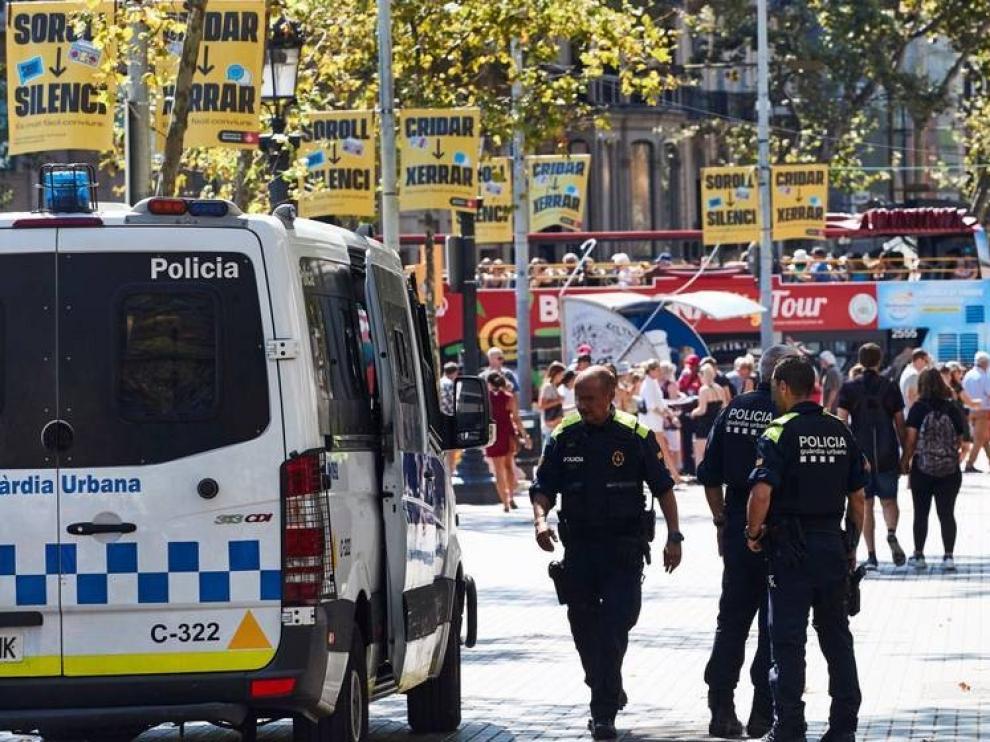 Los turistas toman precauciones, aunque ven Barcelona segura