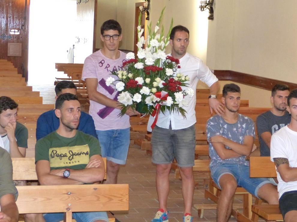 Ofrenda a la Virgen de la Alegría del Atlético de Monzón