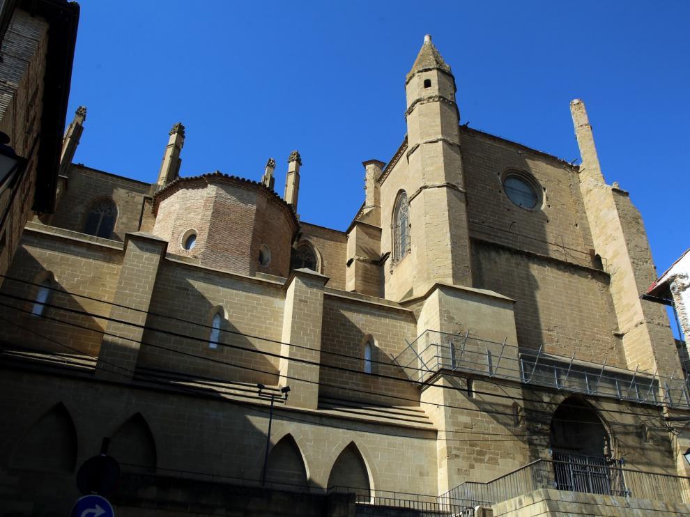 La Catedral de Huesca espera una intervención en la portada de la calle de Palacio