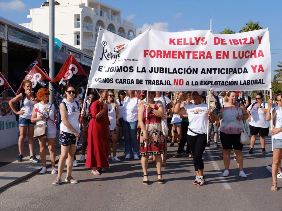"""Unas 2.000 """"kellys"""" participan en las protestas de Ibiza"""