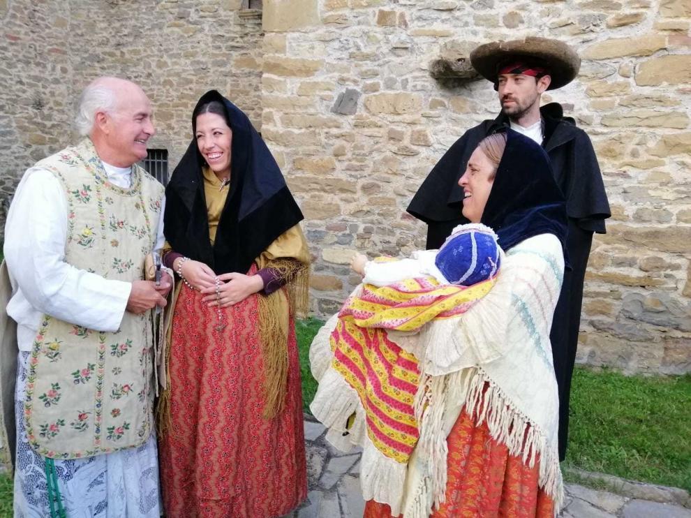 Sabiñánigo regresa al siglo XIX entre ropas y teatro