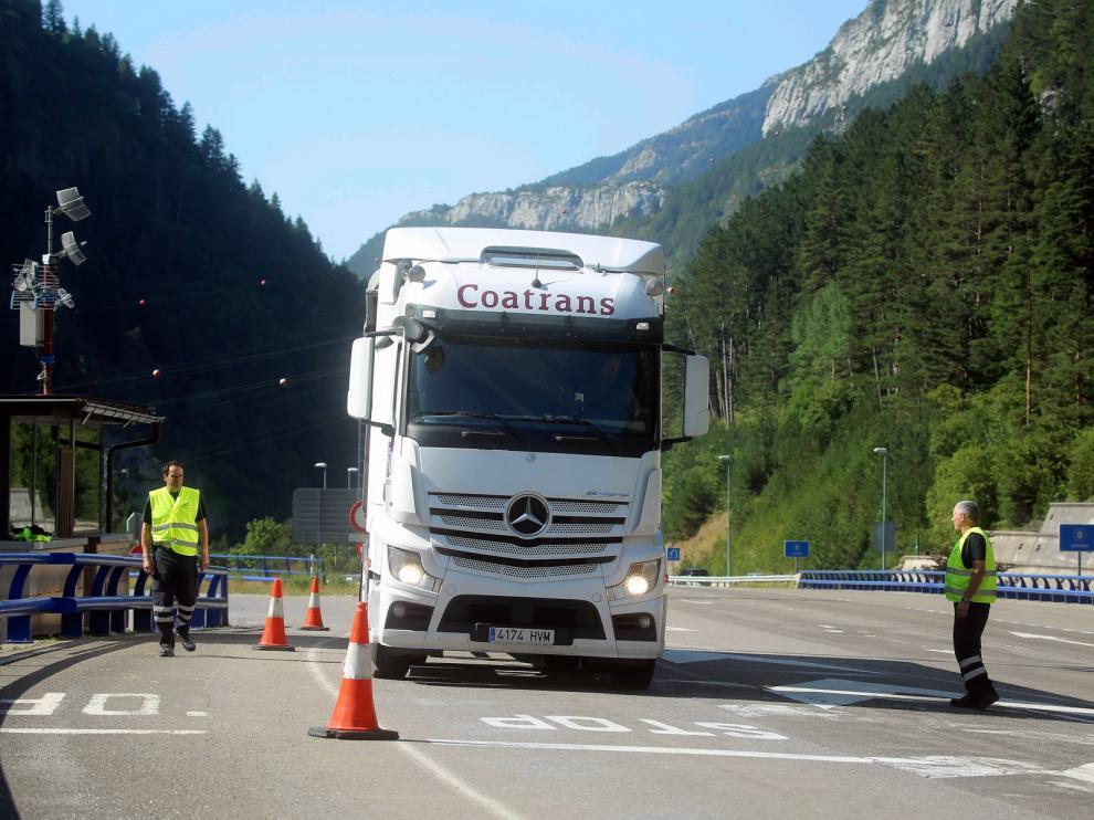 Más tráfico pero con fluidez en Somport durante el segundo día de la Cumbre del G7