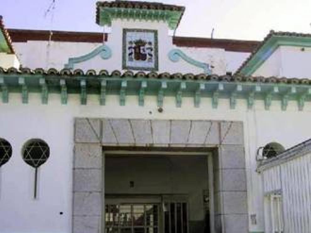 Vox propone rehabilitar la antigua cárcel de Ceuta para alojar a los MENA y PP apuesta por trasladarlos a la península
