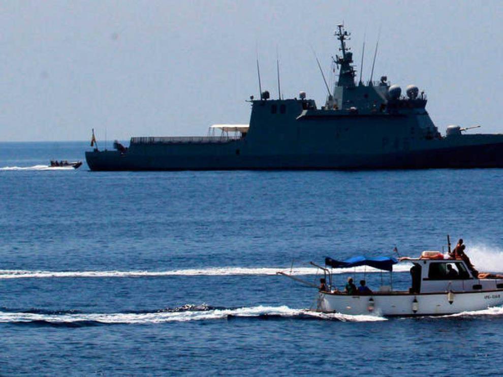 El Audaz llega a la costa de Sicilia para recoger a los migrantes del Open Arms