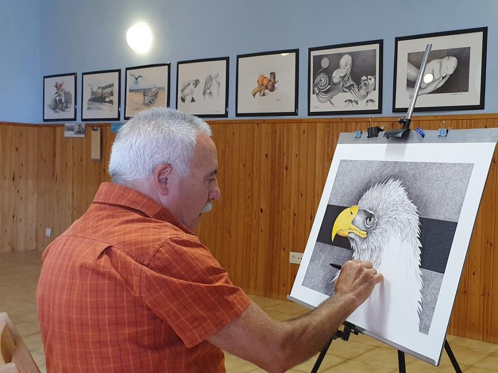El artista ceutí Manuel Cabrera exhibe sus pinturas en Blecua