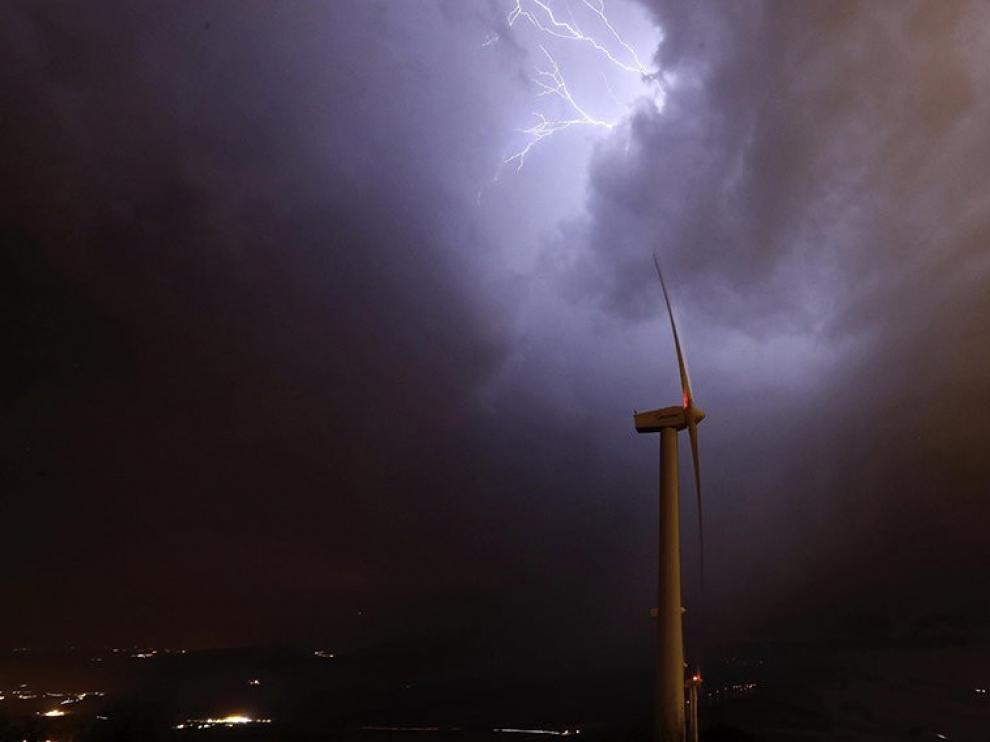 Pirineos y sistema Ibérico, las zonas más tormentosas, según estudio de Aemet