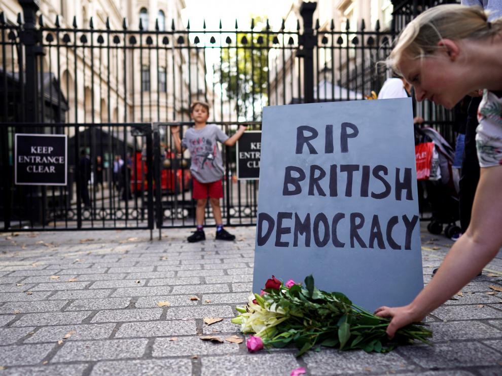 La reina autoriza la suspensión del Parlamento hasta octubre solicitada por Johnson