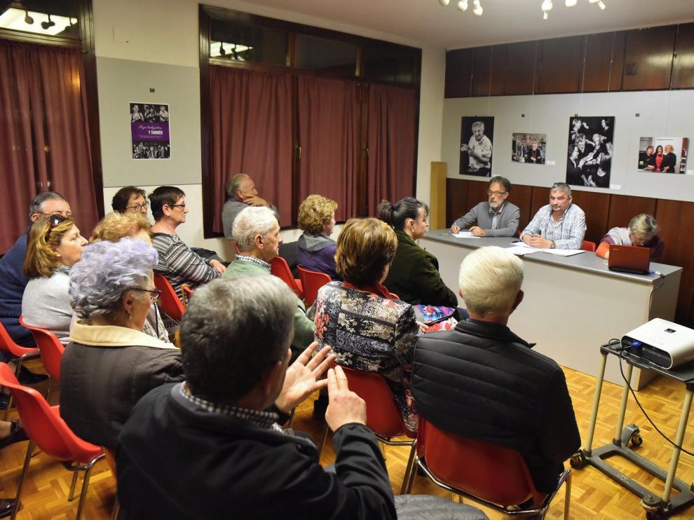 En el aire el futuro de cuatro asociaciones de vecinos en Huesca capital