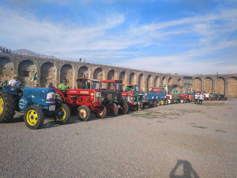 Un ruta estival y sin prisas al volante del tractor clásico