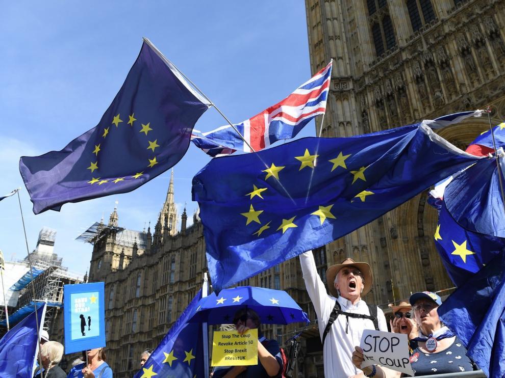 """La oposición se apresura a combatir un """"brexit"""" sin acuerdo"""
