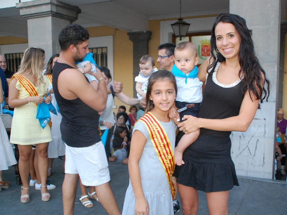Primera pañoleta festiva para casi 50 niños de Sariñena