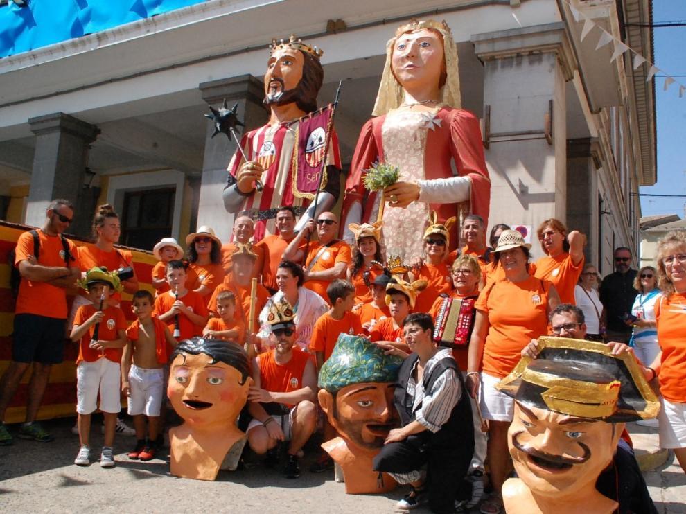 Estalla la fiesta en Sariñena, que ya es símbolo de unión, alegría y convivencia