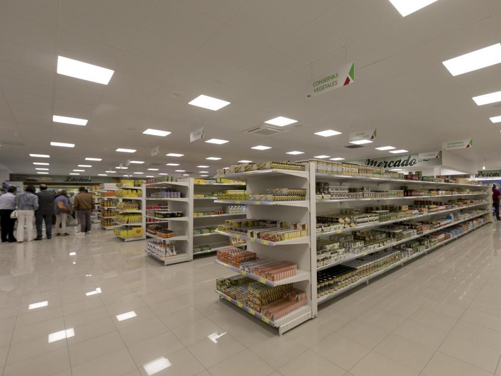Cabrero e hijos reabre su renovado supermercado en Huesca.