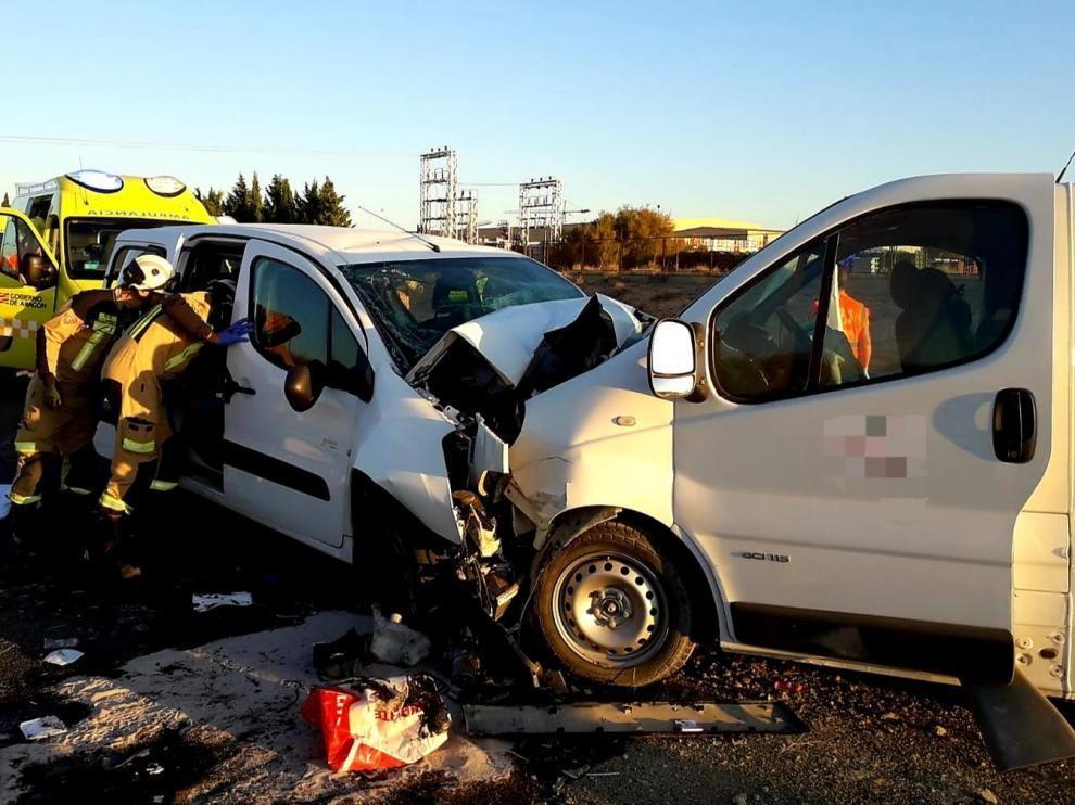 Un muerto y siete heridos graves en la N-232 en Fuentes de Ebro