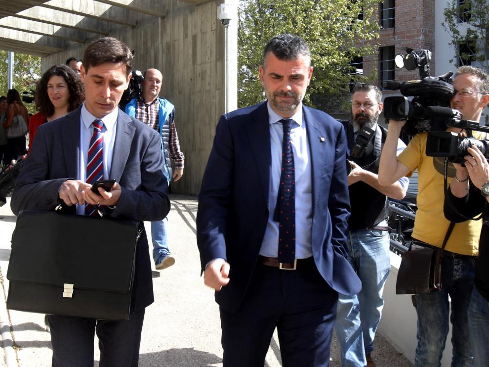 Un juzgado de Huesca abre juicio oral contra Santi Vila y Lluís Puig por su resistencia a entregar las 44 piezas de Sijena