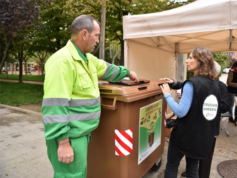Grhusa implantará el quinto contenedor de residuos orgánicos en el barrio de San José de Huesca