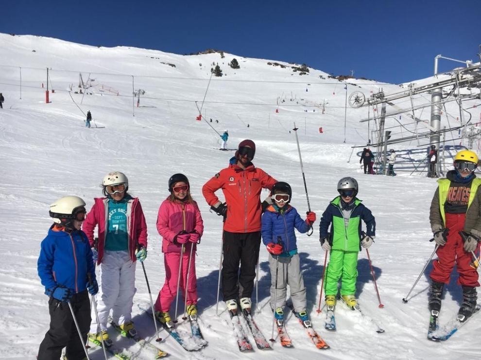 Fapar tira la toalla y da por perdida la campaña de esquí escolar de este año