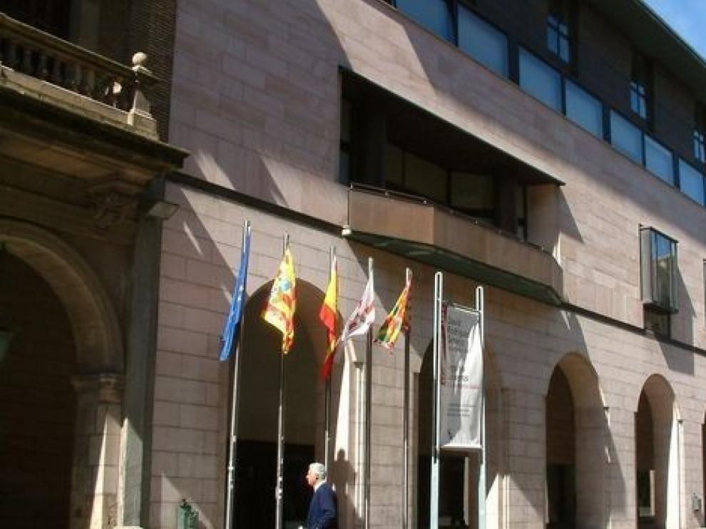 A juicio la reserva a militares para bomberos de la Diputación de Huesca