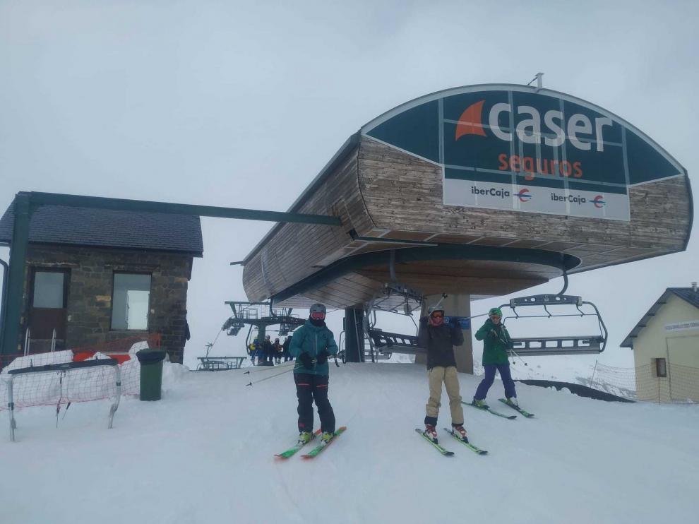 Afluencia moderada de esquiadores a la provincia de Huesca para cerrar el mes de noviembre