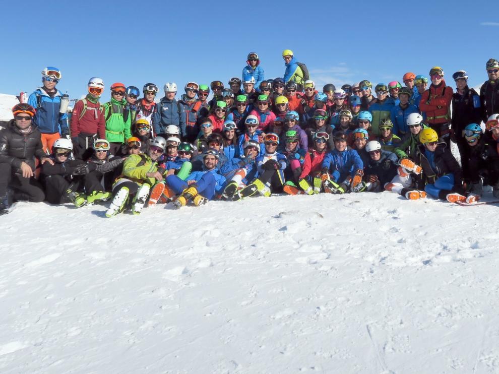 El equipo juvenil de esquí de montaña abre la temporada en Cerler