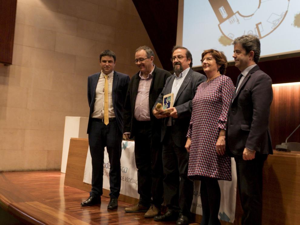 """Julio Luzán recibe un premio por su gran implicación con las asociaciones que """"casi no hace falta explicarlo"""""""
