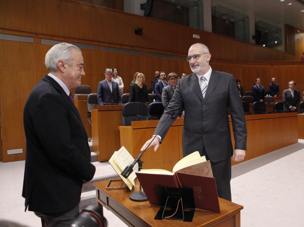Álvaro Burrell toma posesión como diputado regional