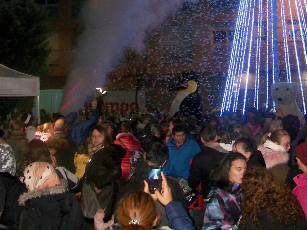 El encendido de luces navideñas ya ambienta varias localidades altoaragonesas