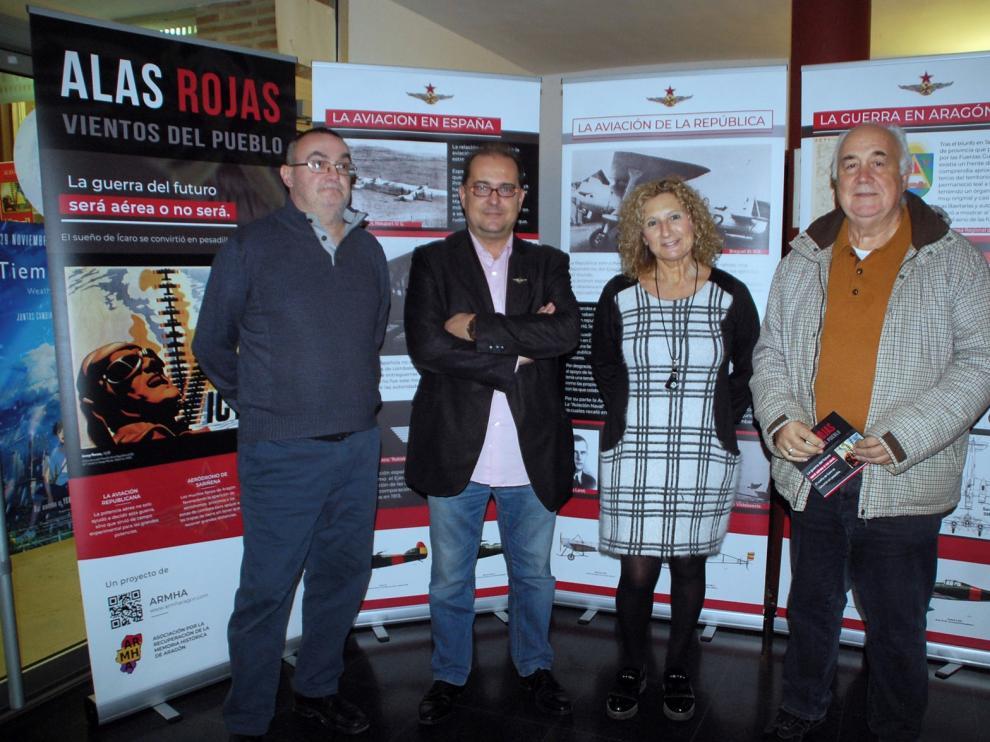 Sariñena revive el relato de la escuadrilla Alas rojas con una muestra