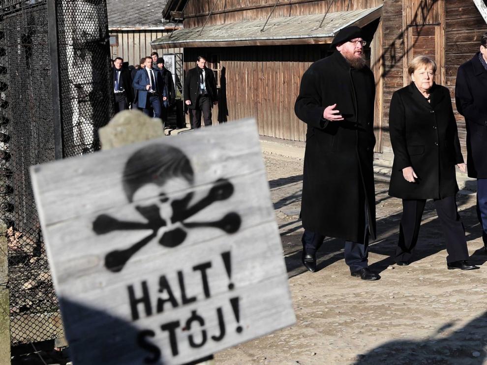"""Merkel, en Auschwitz: """"Me siento profundamente avergonzada"""""""