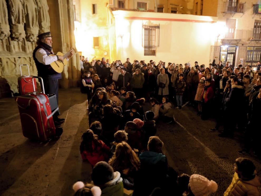 El tren, la pista de hielo y las ferias traen la Navidad a Huesca