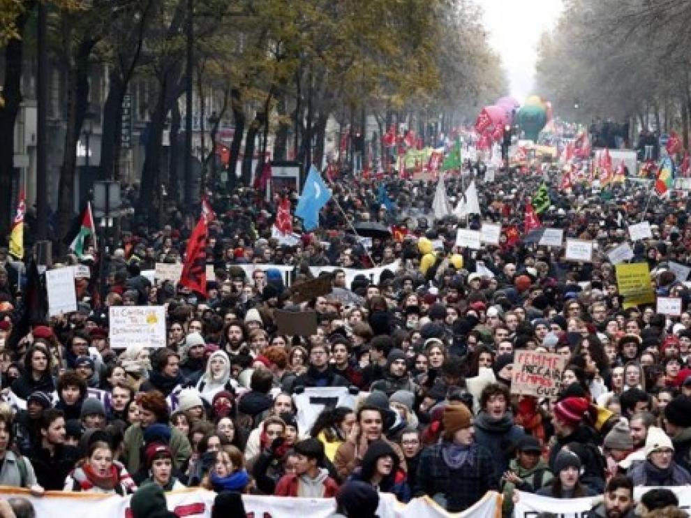 El Gobierno francés promete algunas concesiones para frenar las protestas