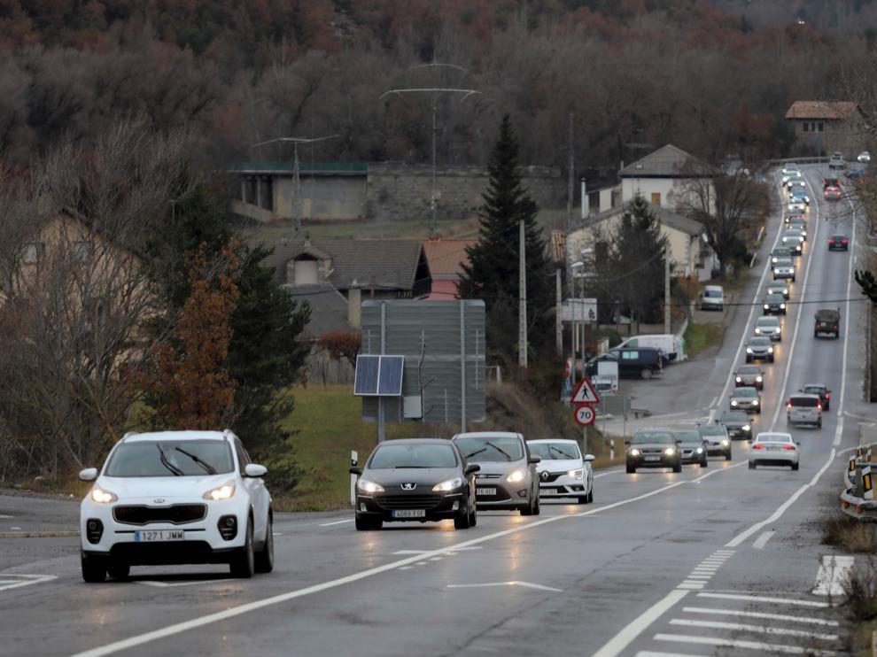 El regreso del puente comienza con retenciones y tráfico intenso en la provincia de Huesca