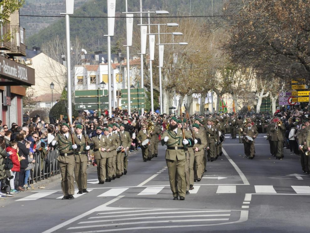 El Galicia 64 celebra la Inmaculada en Jaca con una parada militar y un desfile