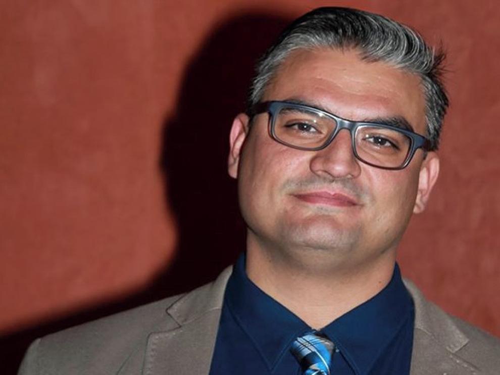 """Pablo Lorente gana el premio Santa Isabel con el poemario """"40"""""""