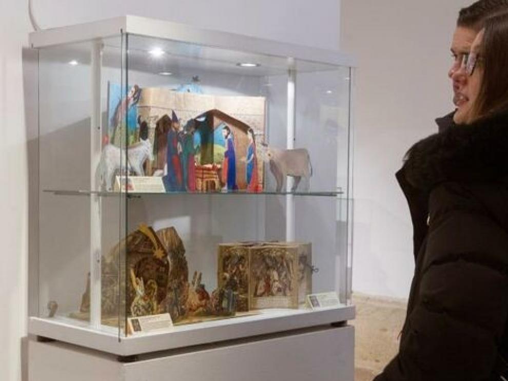 Zamora exhibe el primer belén realizado en formato de libro desplegable