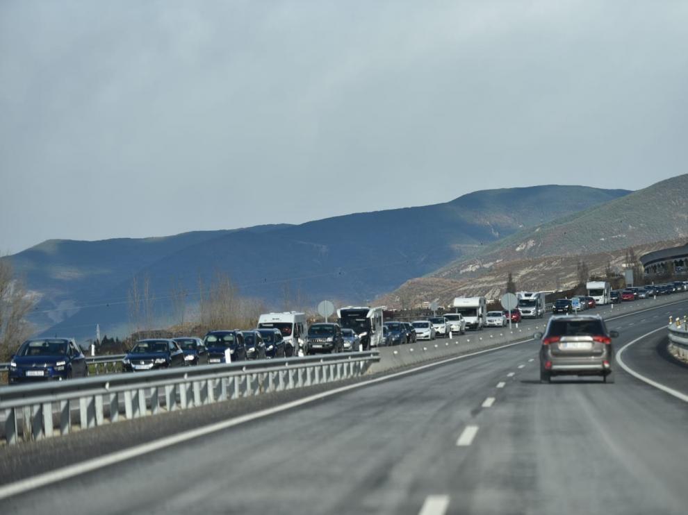 Terminan las retenciones en la N-330 y en la A-23 a su paso por Sabiñánigo, tras más de cinco horas