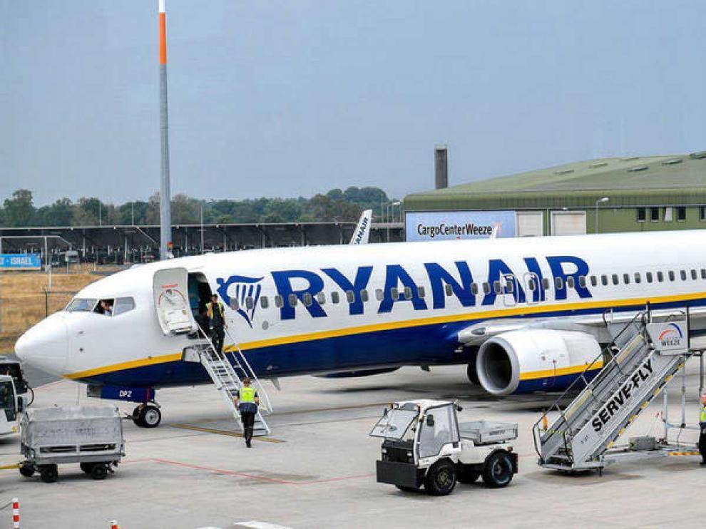 Ryanair y la plantilla de la base de Gerona pactan un acuerdo para evitar su cierre