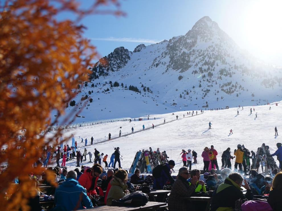 Cerca de 100.000 esquiadores ya han pasado por las estaciones de Aramón