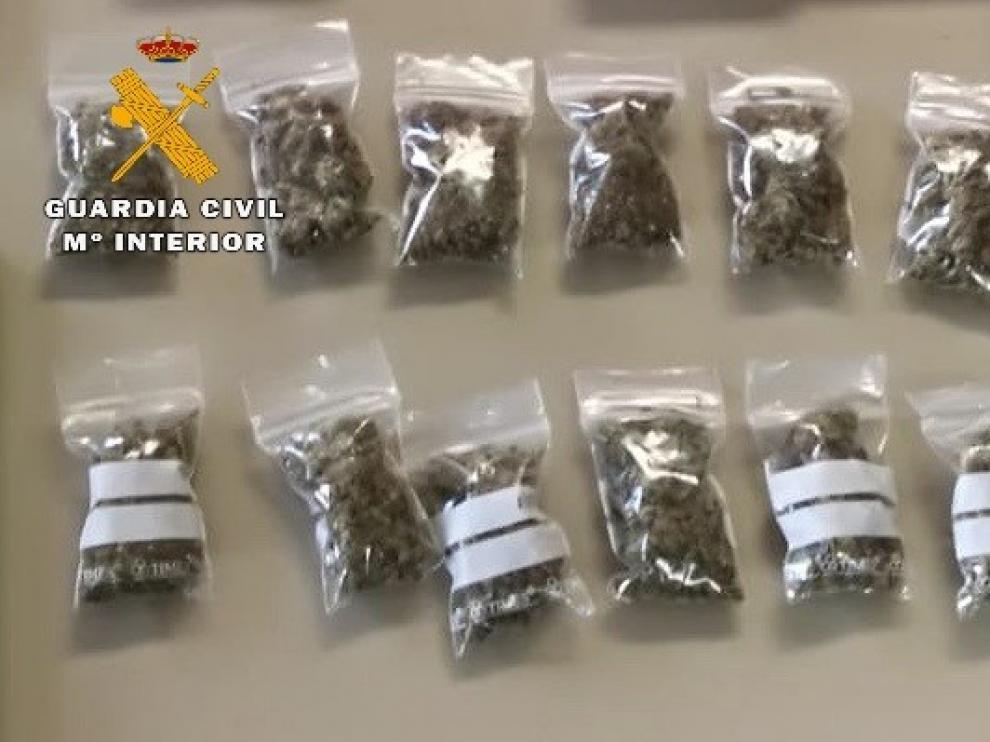 La Guardia Civil desarticula un punto de venta de droga en Fraga y detiene a un joven de 18 años