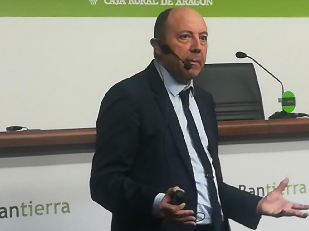 """Gonzalo Bernardos: """"Huesca tiene que coger el listado de todas las empresas catalanas y ofrecerse para su instalación"""""""