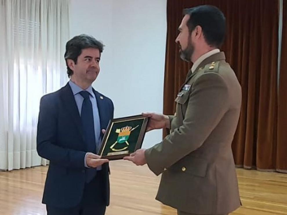 El alcalde de Huesca recibe el reconocimiento de la USAC Sancho Ramírez