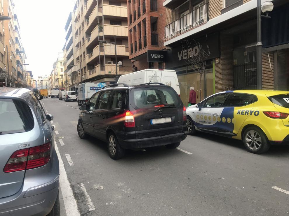 La calle Zaragoza llena de coches