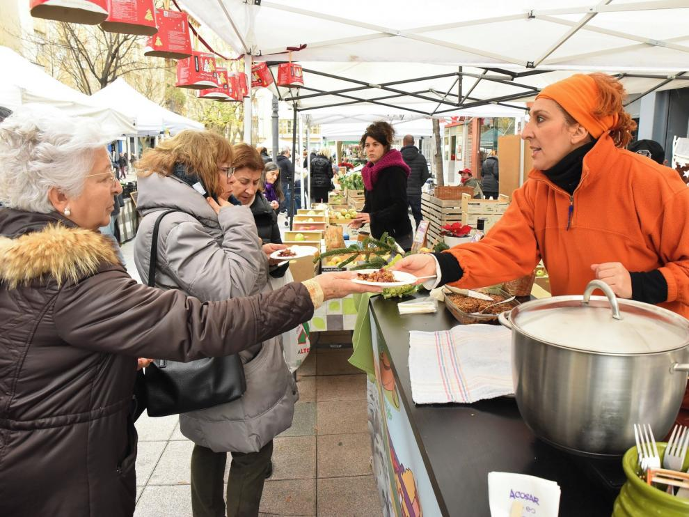 El mercado agroecológico de Huesca ofrece recetas navideñas muy saludables