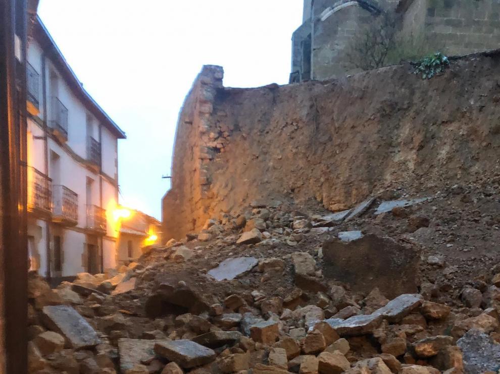 Cae parte del muro de protección de la iglesia de Malpica de Arba