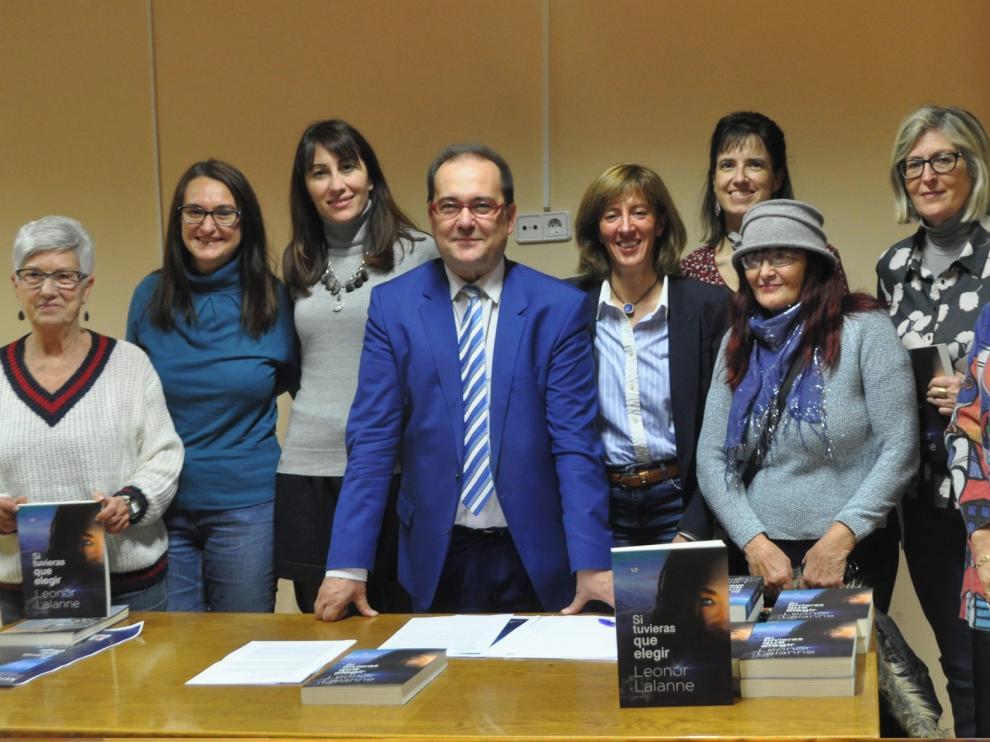 """Leonor Lalanne presenta en Sariñena su novela """"Si tuvieras que elegir"""""""