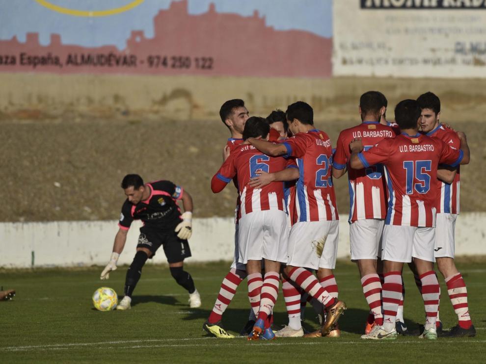 El Barbastro se impone por goleada al Almudévar